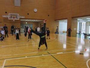 木村先生の見事な側転の模範演技。